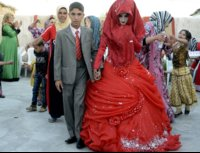 a-traditional-iraqi-bride-might-set-the-record-for-most-wardrobe-changes-each-of-her-seven-dre...jpg