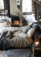 d737f361f8714f467e9ddd68f7d6239d--winter-bedroom-decor-warm-cozy-bedroom.jpg